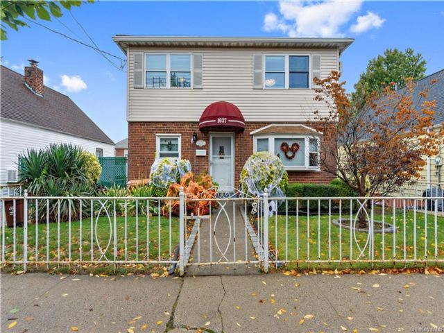 5 BR,  3.00 BTH  Colonial style home in Throggs Neck