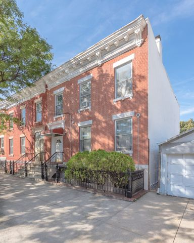 8 BR,  3.00 BTH Apartment style home in Astoria