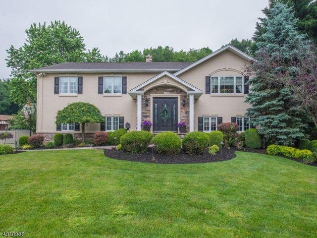 4 BR,  3.00 BTH Bi-level style home in Fairfield