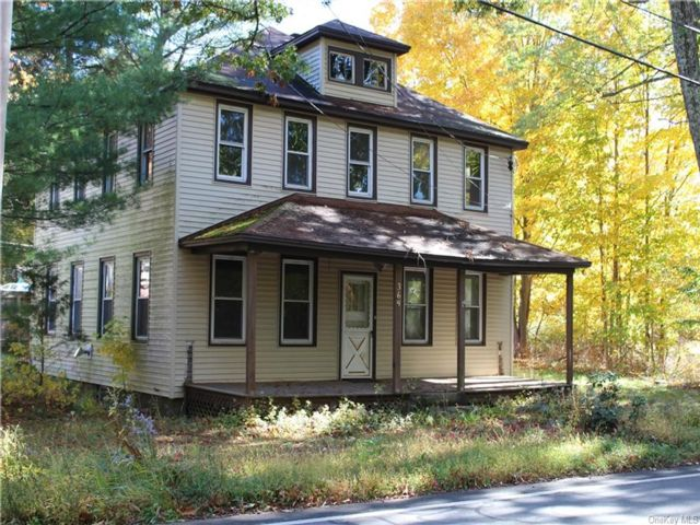 6 BR,  2.00 BTH  Colonial style home in Wawarsing