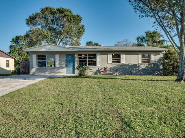 3 BR,  1.50 BTH  style home in Melbourne