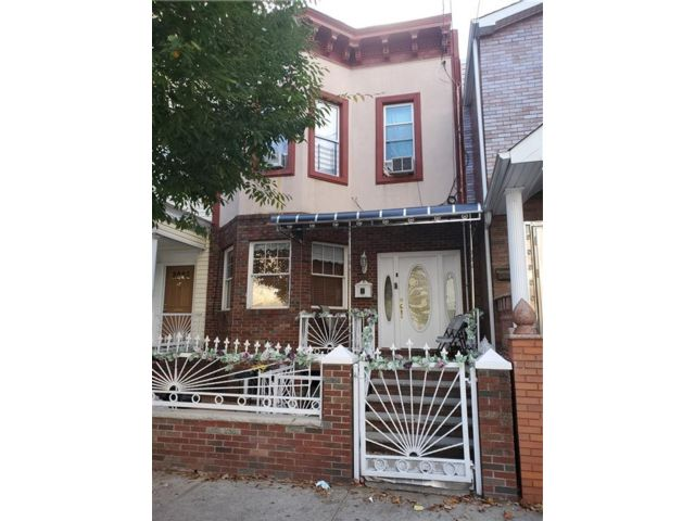 5 BR,  0.00 BTH Multi-family style home in Cypress Hills