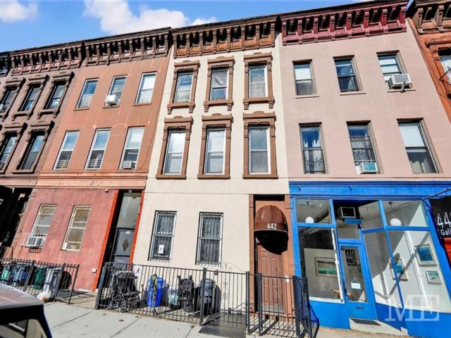6 BR,  0.00 BTH  Multi-family style home in Park Slope