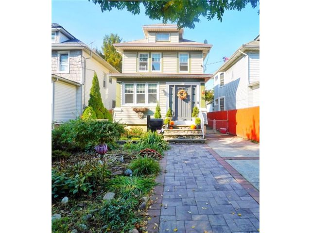 3 BR,  3.00 BTH Single family style home in West Brighton