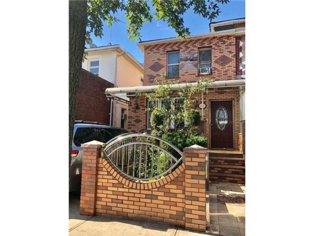 4 BR,  5.00 BTH  Multi-family style home in Brighton Beach