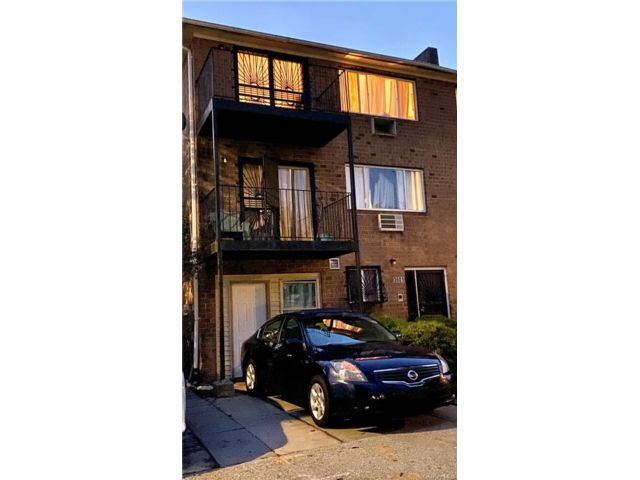 7 BR,  5.00 BTH Other style home in Wakefield