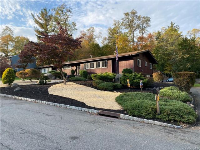 4 BR,  2.00 BTH  Ranch style home in Clarkstown