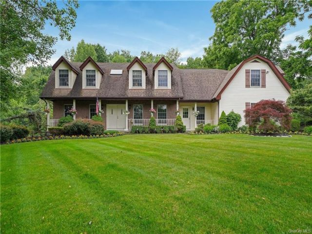 5 BR,  3.00 BTH Colonial style home in Orangetown