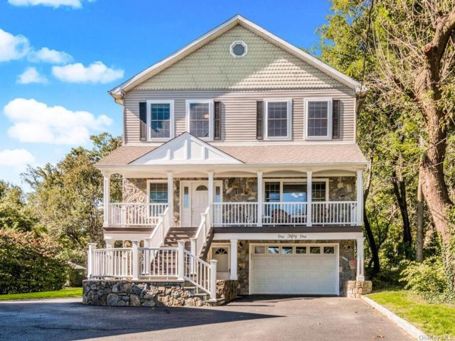 6 BR,  4.00 BTH  Colonial style home in Mamaroneck
