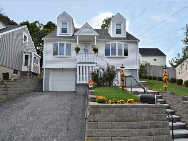 3 BR,  2.00 BTH Cape style home in Everett
