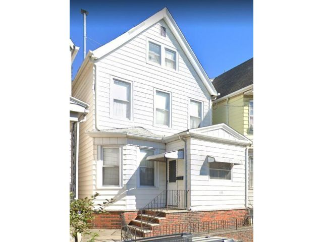 5 BR,  2.00 BTH 2 story style home in Kearny