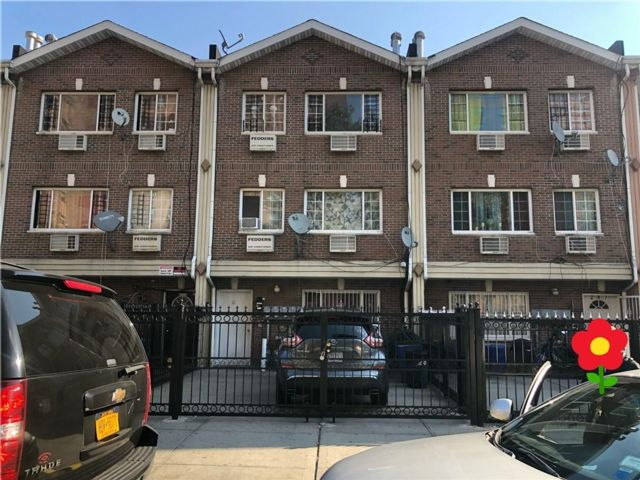 8 BR,  6.00 BTH Multi-family style home in Brownsville
