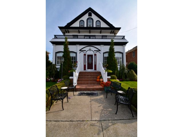 7 BR,  3.50 BTH  Victorian style home in Belle Harbor