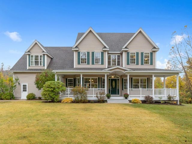 5 BR,  3.50 BTH Colonial style home in Leominster
