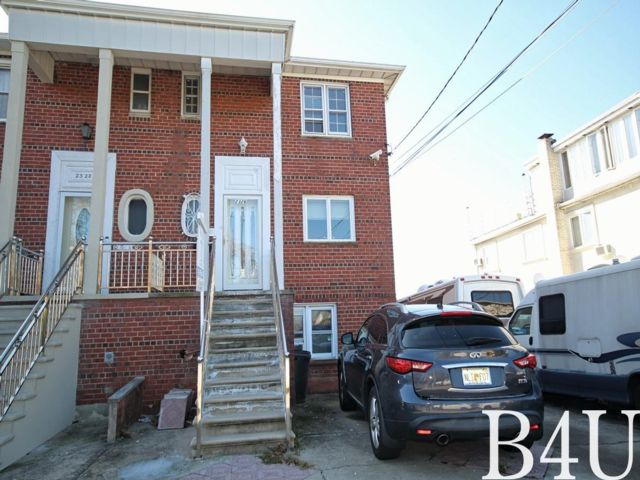 4 BR,  2.50 BTH Colonial style home in Mill Basin