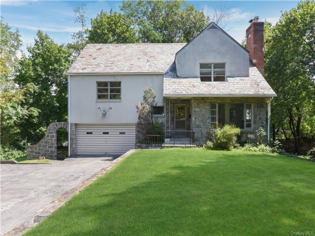 3 BR,  3.00 BTH Split level style home in Eastchester