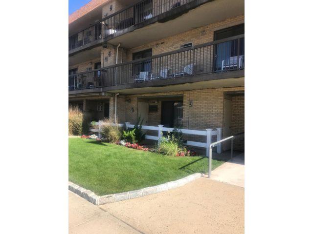 1 BR,  1.00 BTH Condo style home in Belle Harbor