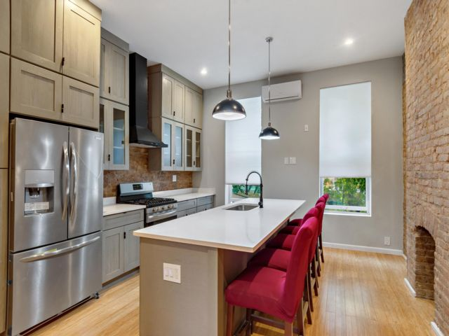 2 BR,  2.50 BTH Townhouse style home in Bronx
