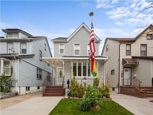 5 BR,  5.00 BTH  Multi-family style home in Rosedale