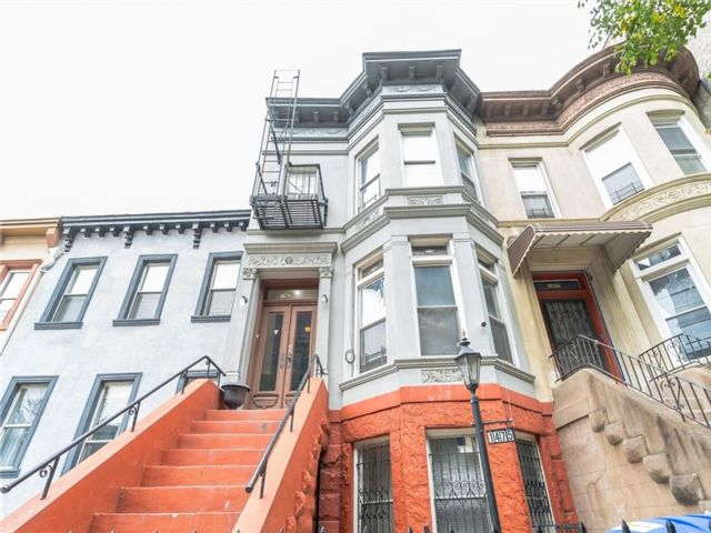 8 BR,  3.00 BTH  Multi-family style home in Crown Heights