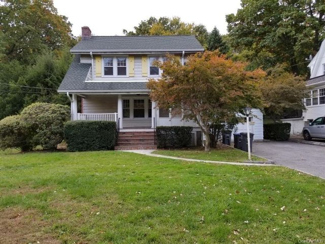 3 BR,  2.00 BTH  Colonial style home in White Plains