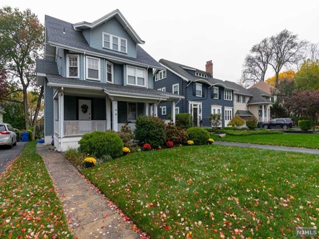 5 BR,  2.00 BTH  Colonial style home in Rutherford