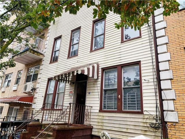 12 BR,  8.00 BTH  Multi-family style home in Sunset Park