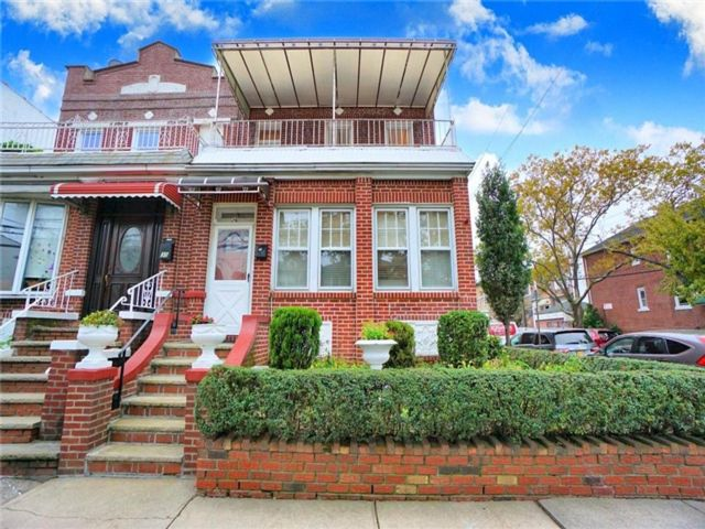 6 BR,  3.00 BTH Multi-family style home in Kensington