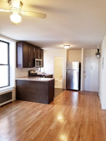 3 BR,  1.00 BTH Apartment style home in Long Island City