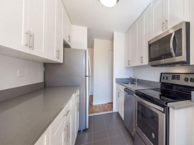 2 BR,  1.00 BTH  style home in Corona