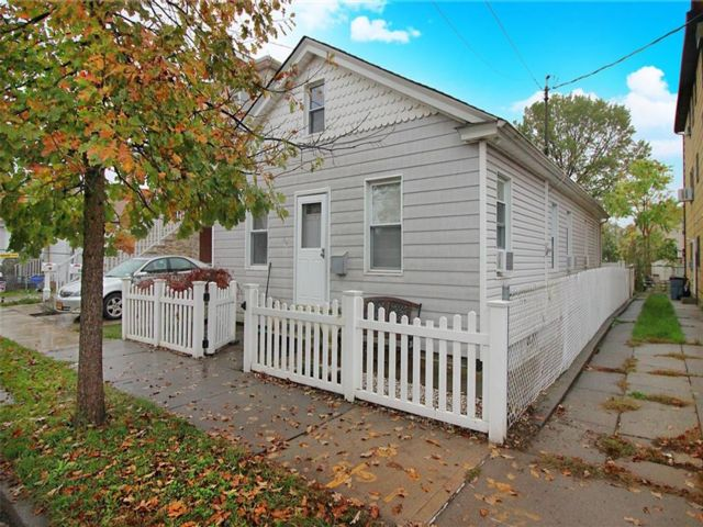 3 BR,  1.00 BTH  Single family style home in New Dorp