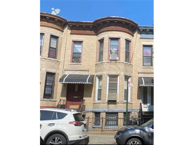 6 BR,  3.00 BTH  Multi-family style home in Sunset Park
