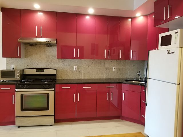 3 BR,  2.00 BTH Apartment style home in Long Island City
