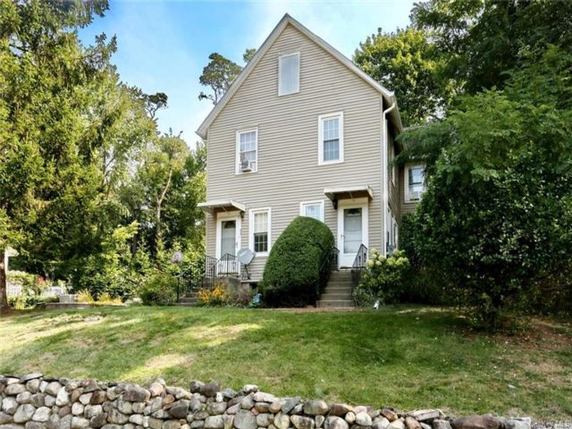 4 BR,  2.50 BTH Duplex style home in Congers
