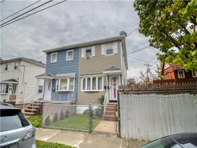 3 BR,  3.00 BTH  Single family style home in Port Richmond