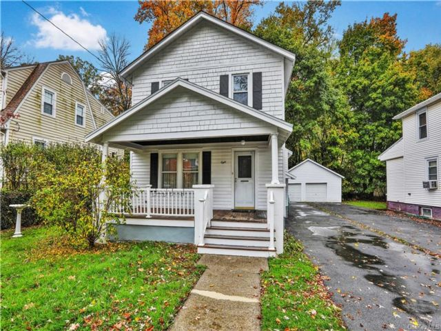 5 BR,  2.00 BTH  2 story style home in New Windsor