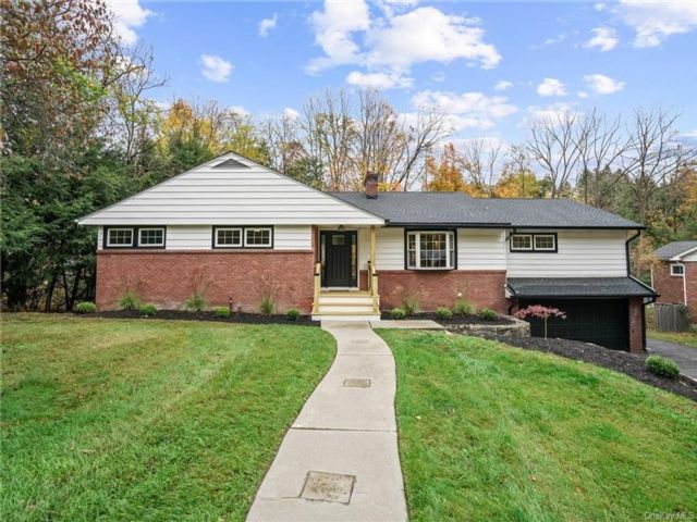 3 BR,  3.00 BTH  Ranch style home in Newburgh