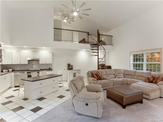 3 BR,  3.00 BTH Contemporary style home in Mamakating