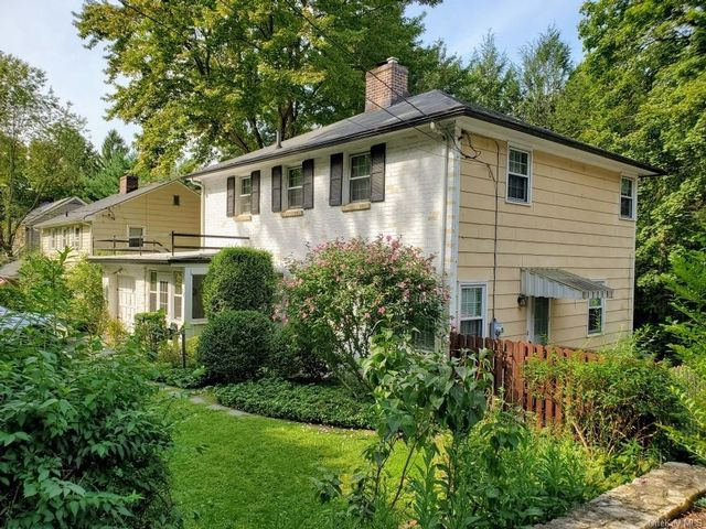 3 BR,  2.00 BTH  Colonial style home in Greenburgh
