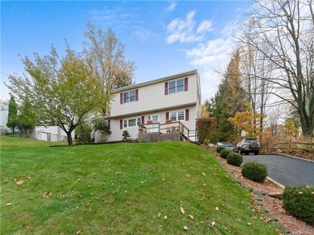 4 BR,  2.00 BTH  Colonial style home in Monroe