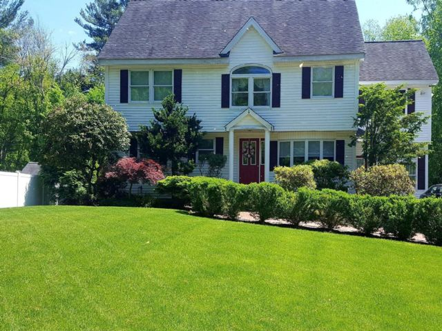 4 BR,  3.00 BTH Colonial style home in Billerica