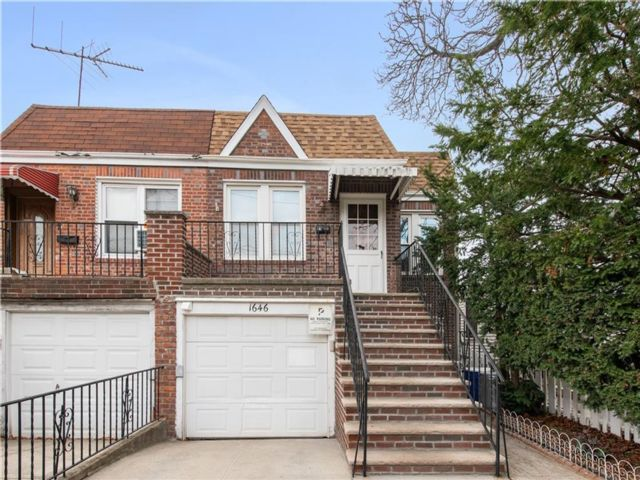 3 BR,  2.00 BTH Multi-family style home in Flatlands