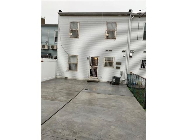 3 BR,  1.50 BTH  Single family style home in Coney Island