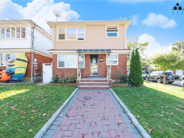 6 BR,  3.00 BTH Multi-family style home in New Dorp