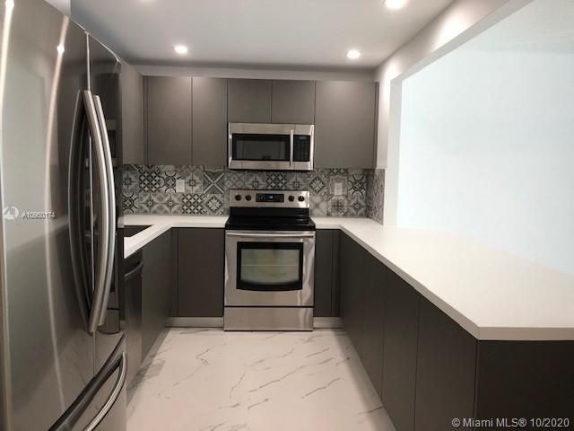 1 BR,  1.50 BTH   style home in Aventura