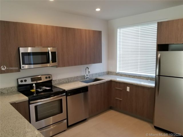 2 BR,  2.50 BTH   style home in Biscayne Park