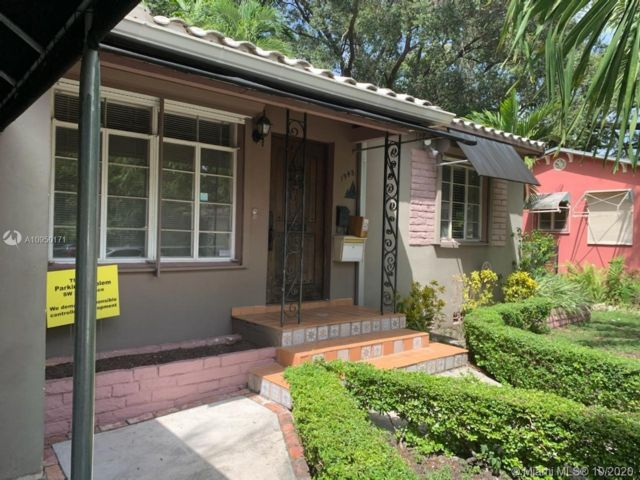 2 BR,  1.00 BTH  style home in Coconut Grove