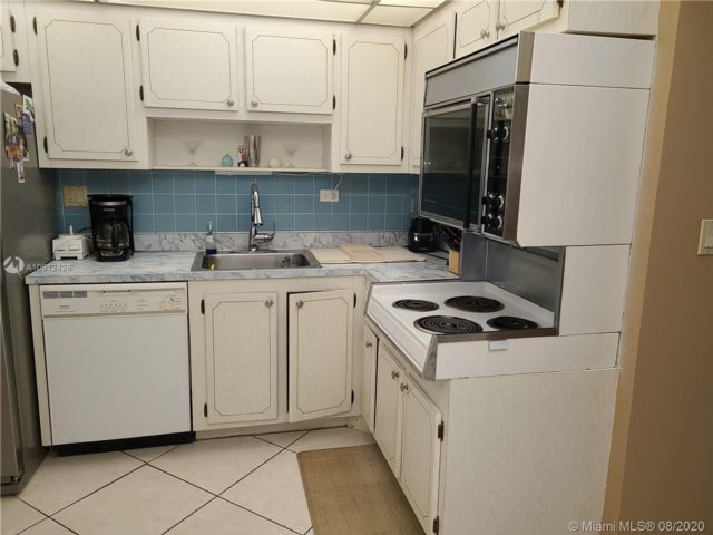 1 BR,  2.00 BTH   style home in Aventura