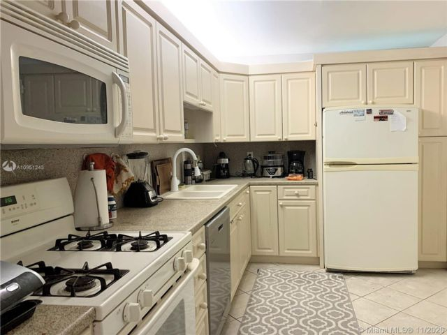 1 BR,  1.50 BTH   style home in Hallandale