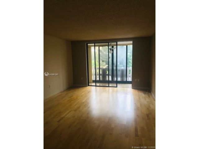 1 BR,  1.50 BTH   style home in Hollywood